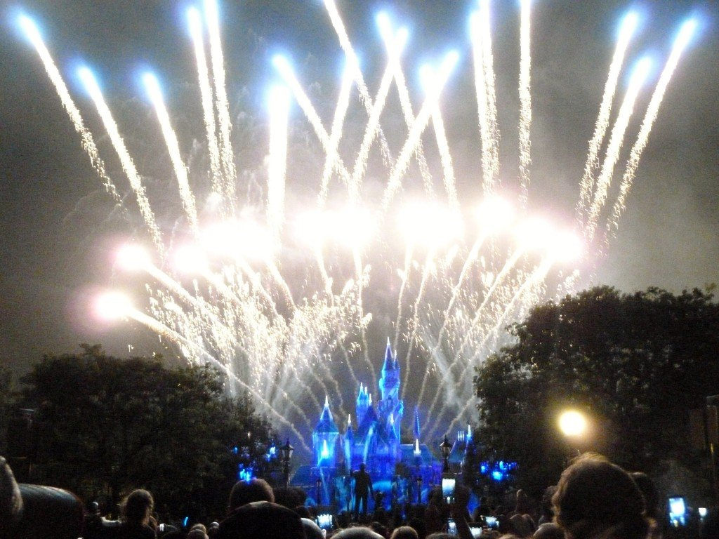 Entertainment at Disneyland - Disney in your Day