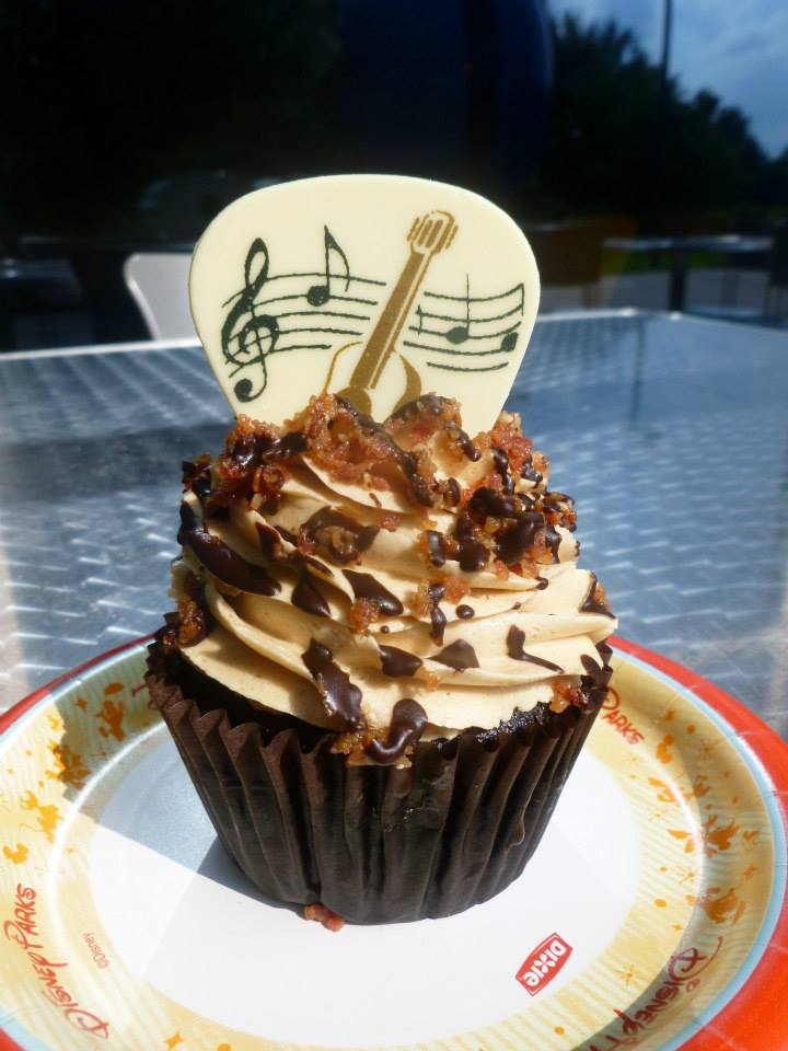 Disney's Pop Century - Disney in your Day. Disney seasonal cupcakes, King cupcake inspired by Elvis