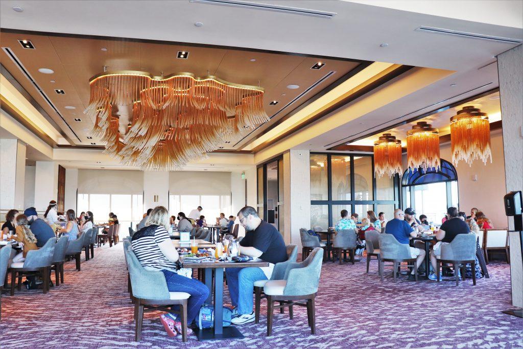 Topolino's Terrace character breakfast - Disney in your Day